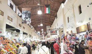 العثور على أفعى كبيرة داخل سوق في الكويت
