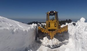 جرافات الأشغال فتحت طرقات بلدات بقاعية قطعتها الثلوج