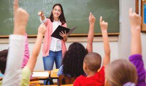 """السياسيون يعايدون الأساتذة: """"معلمين بقلوبنا وعقولنا"""""""