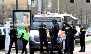 """3 قتلى بإطلاق نار في هولندا وترجيح """"الدافع الإرهابي"""""""