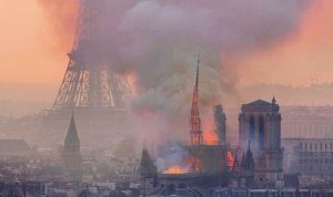 إخماد حريق كاتدرائية نوتردام كلياً