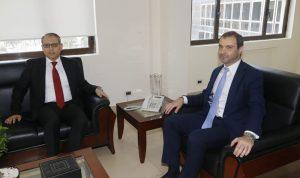 أفيوني عرض وسفير مصر إمكانية تبادل الخبرات