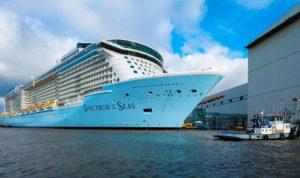 أضخم سفينة ركاب تعبر قناة السويس