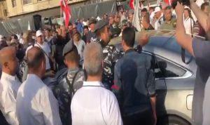 موظف حاول دهس المعتصمين في مرفأ بيروت (بالفيديو)