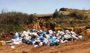 من يرمي النفايات في خراج بلدة عزقي؟