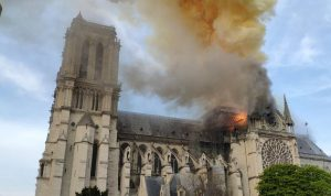 السيطرة على حريق كاتدرائية نوتردام وإخماده جزئياً