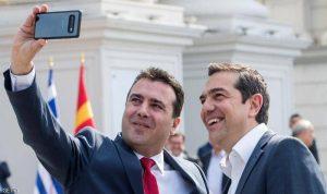 """""""سيلفي"""" تاريخية بين اليونان ومقدونيا الشمالية بعد الاسم الجديد"""