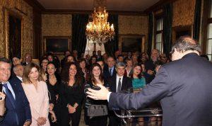السفير عدوان يستقبل بيكاسو في دار السكن في فرنسا