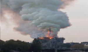 """بالفيديو- حريق في كاتدرائية """"نوتردام"""" بباريس"""