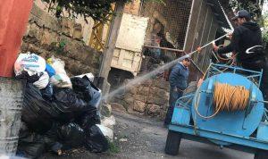 أزمة النفايات تتفاقم في سير الضنية.. والبلدية تستعين بالمبيدات!