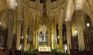 بالصور: دخل كاتدرائية في نيويورك حاملاً البنزين!