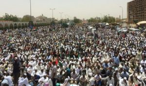 """محتجو السودان: """"الحرية والثورة خيار الشعب.. وسلطة مدنية"""""""