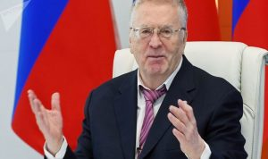 """زعيم حزب روسي لمواطنيه: هل نسيتم كيف """"نهب الفرنسيون بلادنا""""؟!"""