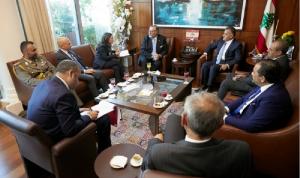 إبراهيم عرض ونائب وزير الدفاع الإيطالي سبل التعاون