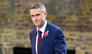 """إقالة وزير الدفاع البريطاني.. والسبب """"هواوي""""!"""