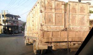 في فنيدق… توقيف سائقي شاحنات محملة بالنفايات