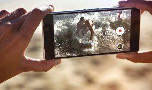 الطريقة الصحيحة لحمل الهاتف عند تصوير الفيديو