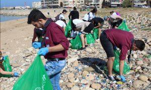 حملة لتنظيف شاطئ المسبح الشعبي في الميناء