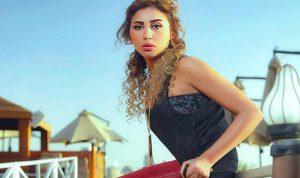 صورة لممثلة مصرية تثير الجدل… وما علاقة عمرو دياب؟