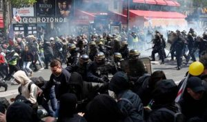 يوم العمال في فرنسا.. تظاهرات وقنابل غاز وصدامات