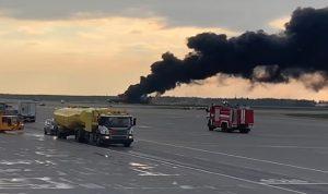 احتراق طائرة ركاب في روسيا.. ومقتل 41 شخصًا (بالفيديو)