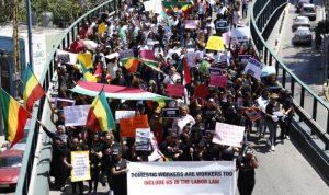"""مسيرة العاملات الأجنبيات: """"المُتفرّجات"""" بلا عُطلة"""