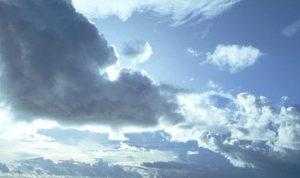 طقس غائم جزئيا يتحول الى غائم مع تساقط أمطار متفرقة