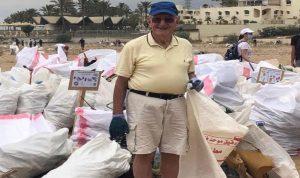 والد جريصاتي يشارك في حملة تنظيف الشاطئ (بالصورة)