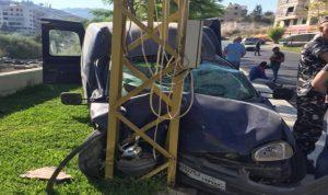 اصطدمت سيارته بعمود كهرباء شرق صيدا