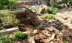 مياه الري ألحقت أضرارا بمقبرة الغرباء في بخعون