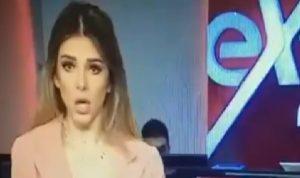 """مذيعة تقرأ خبر وفاة مرسي: """"تم الارسال من سامسونغ""""! (فيديو)"""