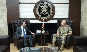 الأوضاع العامة بين قائد الجيش ومعوض