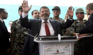محمد مرسي أول رئيس مدني منتخَب لمصر وتوفي خلال محاكمته (بالصور)