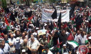 """في مخيم البداوي.. إضراب ومسيرة احتجاجًا على إجراءات """"العمل"""""""
