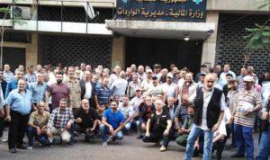 """لليوم الثاني… العسكريون المتقاعدون يُقفلون مبنى الواردات في """"المالية"""""""