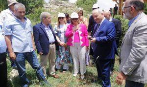 النائبة في برلمان كولومبيا اللبنانية الاصل زارت بلدتها تنورين