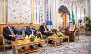 الملك سلمان لرؤساء الحكومات السابقين: للحفاظ على لبنان ضمن محيطه العربي