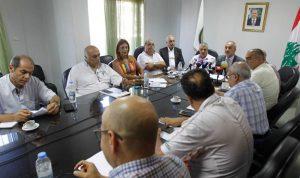 لجنة «إطفاء» بين المعلمين وإتحاد المدارس.. والمتقاعدون يعتصمون