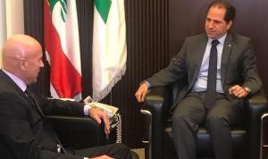 الجميل عرض وسفير الارجنتين للعلاقات بين البلدين