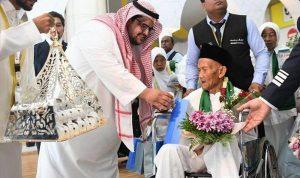 """العاهل السعودي يحقق أمنية المعمر الإندونيسي """"أوهي"""""""