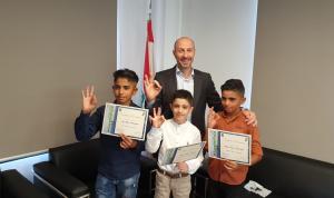 شهادات تقدير من جريصاتي لـ3 غواصين صغار