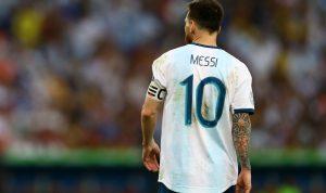 """البرازيل تقهر الأرجنتين..وميسي يندد بـ """"هراء"""" الحكم"""