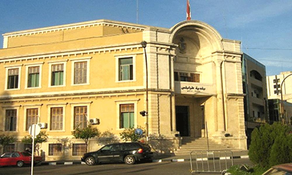 اجتماع في بلدية طرابلس لمنع حرق الإطارات المطاطية