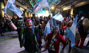 المعارضة الأرجنتينية تتصدر الانتخابات التمهيدية في البلاد