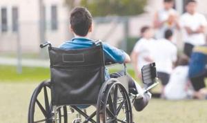الكفاءات تعلّق عمل مراكز ذوي الاحتياجات