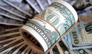 دولار السوق السوداء يتخطى الـ12000 ليرة!