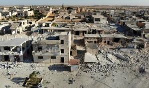 """اشتباكات """"دموية"""" في إدلب.. وخان شيخون تحت القصف"""