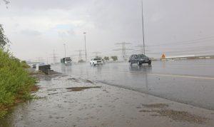 أمطار غزيرة تفاجئ سكان الإمارات في آب (فيديو وصور)