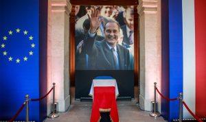 سياسيون ورسميون قدموا التعازي بشيراك في قصر الصنوبر