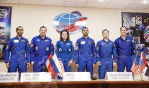 3 رواد فضاء بينهم أول إماراتي ينطلقون إلى محطة الفضاء (فيديو)